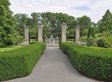 trädgårds- port royaltyfria foton