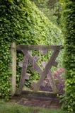 trädgårds- port arkivfoto