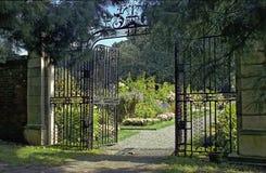 trädgårds- portar royaltyfri bild