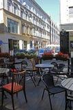 Trädgårds- restaurang i gatorna av WROCLAW i POLEN - 12 09 2016: Polen Europa Arkivfoton