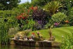 trädgårds- sida för kanal royaltyfria bilder
