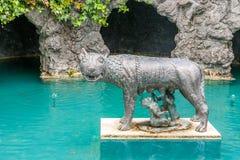 Trädgårds- skulptur royaltyfria bilder