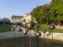 Trädgårds- skulptur i fransk slott royaltyfria foton