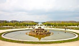 trädgårds- slott versailles för springbrunn Arkivbild