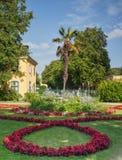 trädgårds- slottschonbrunn royaltyfria bilder