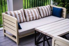 trädgårds- sofa Fotografering för Bildbyråer