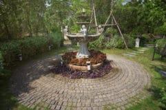 Trädgårds- springbrunn Arkivbilder