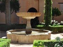 Trädgårds- springbrunn i Alhambra Royaltyfri Foto