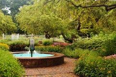 Trädgårds- springbrunnar royaltyfri foto