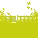 Trädgårds- staket, port och gräsmatta Royaltyfria Bilder
