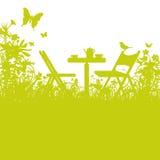 Trädgårds- stolar i trädgården Arkivfoton