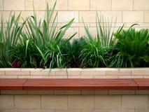 trädgårds- sund plats för bänk Arkivfoton