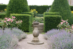 trädgårds- sundial Arkivfoton