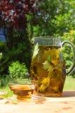 trädgårds- tea för kopp Arkivbild