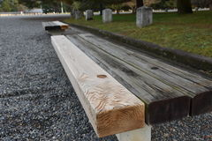trädgårds- trä för bänk arkivfoton