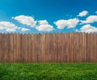trädgårds- trä för staket arkivbild