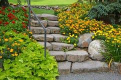 Trädgårds- trappuppgång för sten Royaltyfri Foto