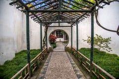 Trädgårds- väg in Arkivbilder