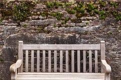 Trädgårds- vägg och bänk på det Muckross huset Royaltyfri Fotografi
