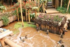 trädgårds- vatten för bambu arkivfoto