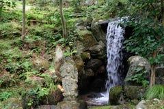 Trädgårds- vattenfall royaltyfri bild