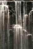 trädgårds- vattenfall Arkivbild