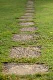 trädgårds- walkway arkivfoton
