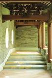 trädgårds- walkway för kines Arkivfoton