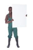 Trädgårdsmästare Holding Bill Board Arkivbilder