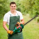 trädgårdsmästarehäckbeskärare arkivbild