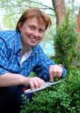 trädgårdsmästarekvinna arkivbild