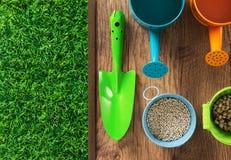 Trädgårdsmästares färgrika utrustning Royaltyfria Bilder