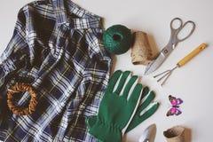 Trädgårdsmästarestillebensammansättning med vårförberedelser för arbete och att transplantera för gård Arkivfoton