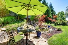 Trädgårdträdgård med härligt landskap fotografering för bildbyråer