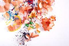 Träfärgrik blyertspennasågspån och shavingsbakgrund Royaltyfri Foto