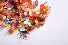 Träfärgrik blyertspennasågspån och shavingsbakgrund Royaltyfri Fotografi