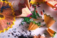 Träfärgrika blyertspennasågspån och shavings Arkivbild