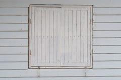 Träfönster för gammal stil Fotografering för Bildbyråer