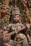 Träförebild av gudinnan Saraswati, Egmore, Chennai, Indien Lokaliserat på det regerings- museet eller det Madras museet Royaltyfri Fotografi