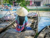 Träfartyg på Mekong River royaltyfri fotografi
