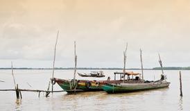 Träfartyg på Mekong River i Tra Vinh, Vietnam Royaltyfria Bilder