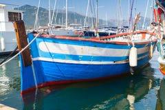Träfartyg som förtöjas i Propriano, Korsika royaltyfria foton