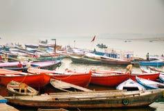 Träfartyg, Varanasi, Rajasthan, Indien Arkivfoton