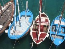 Träfiskebåtar, Puglia, Italien arkivbild