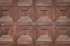 Träforntida dörr royaltyfria bilder