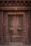 träforntida dörr Arkivfoto