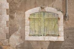 träforntida fönster Arkivbilder