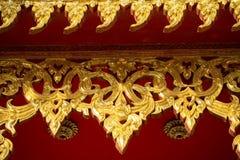 träforntida snida guld- fönster Royaltyfria Foton
