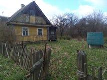 trägammal by för stugahus Arkivbild