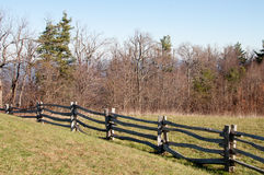 trägammal stång för staket Royaltyfria Bilder